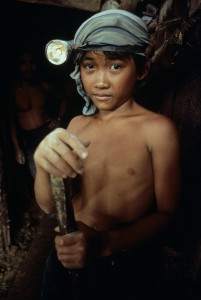 Niño-minero-en-Filipinas