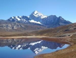 La laguna Milluni y el Huayna Potosí