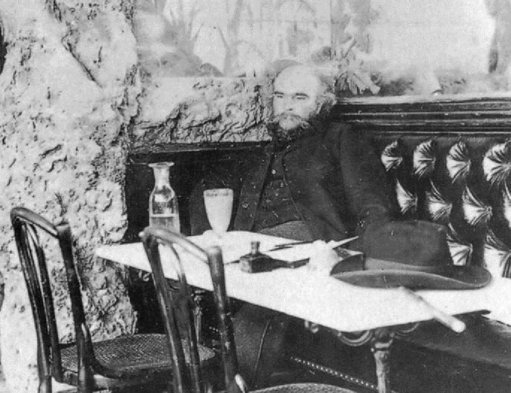 El francés Paul Verlaine escribió un libro de ensayos sobre los poetas malditos.